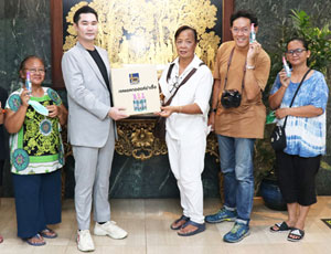 Loxley Donates Hand Sanitizer to Penang Market Community